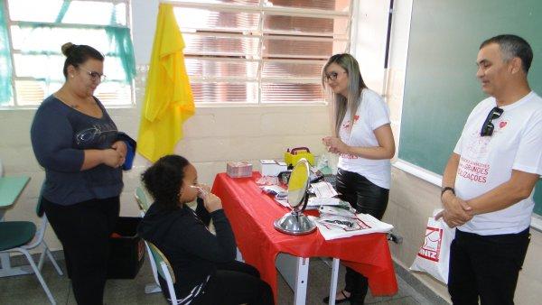 ef89185569d9a Parceria entre Prefeitura e Óticas Diniz entrega 50 óculos a crianças  carentes