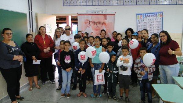 082263955a6e9 https   www.cabreuva.sp.gov.br parceria+entre+prefeitura+e+oticas+diniz +entrega+50+oculos+a+criancas+carentes.aspx